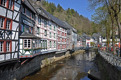 Historic center of Monschau (Kevin-A.) Tags: german germany deutschland d5000 d 5000 camera kamera photography fotografie cam sommer summer monschau eifel historic fachwerk häuser houses red house rotes haus street cloth manufacturers family scheibler familie kleidungshersteller timberframe church market view aussicht monumental small resort town region western district aachen north rhinewestphalia altstadt bridge brücke rur fluss river stadt nordrheinwestfalen