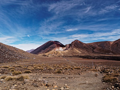 2017.04 - Tongariro Alpine Crossing, New Zealand (rambles_pl) Tags: newzealand new zealand tongariro alpine crossing tongariroalpinecrossing mountain mountains vulcano sand rocks rock red blue bluesky trekking hiking