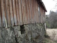 Landsverk, deserted farm (Akbe) Tags: landsverk iveland trehus oldfarm gammelgård forfall decay