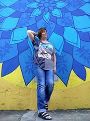 Lady near graffiti (Santos, Brazil) (Sasha India) Tags: graffiti santos brasil brazil streetart lady senhora ブラジル 女性 brasilien brazílie brésil dame brasilia nainen bayan brezilya బ్రెజిల్ లేడీ பிரேசில் பெண் บราซิล ผู้หญิง mwanamke marwada brazilija لکيا برازيل කාන්තාව බ්රසීලය pasila ابۍ برازیل pani خانم برزیل ਔਰਤ ਬ੍ਰਾਜ਼ੀਲ brazilië महिला ब्राजील эмэгтэй ब्राझील കുടുംബിനി ബ്രസീൽ domina 여자 브라질 女士 巴西 ಲೇಡಿ ಬ್ರೆಜಿಲ್ ស្ត្រីម្នាក់ ប្រទេសប្រេស៊ីល konan דאַמע בראזיל גברת ברזיל લેડી બ્રાઝીલ ბრაზილია βραζιλία κυρία տիկին ভদ্রমহিলা ব্রাজিল andre ብራዚል ወይዘሮ سيدة البرازيل xanım