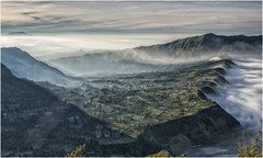 #bromo (thomassebastianus2) Tags: bromo sunrise mountain volcano cloud landscape eastjava indonesia