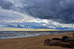 Between Two Rains (kanyck) Tags: sigma sky cloudy seashore sea windy nikon ngc 1835 d7200