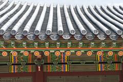 화성행궁, Hwaseong Haenggung Palace, Suwon, South Korea (Tiphaine Rolland) Tags: 화성행궁 hwaseonghaenggung palace palais hwaseong suwon coréedusud corée southkorea korea nikon nikond3000 d3000 spring printemps asia asie 대한민국 수원시 수원 toit roof tiles tuiles