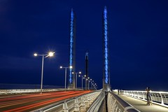 Les lignes rouges (Isa-belle33) Tags: urban urbain city ville pont bridge light lumière lightstreet aquitaine nouvelleaquitaine gironde bordeaux fuji fujifilm poselongue fujixt1 longexposure night nuit