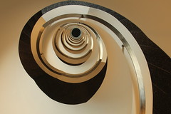 Café Crema (Elbmaedchen) Tags: staircase treppenauge stairs stufen helix roundandround upstairs swirl oslo norway escaliers