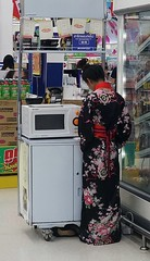 a little bit of japan at our supermarket (the foreign photographer - ฝรั่งถ่) Tags: japanese noodle vendor young lady kimino microwave oven frozen food section tesco lotus supermarket laksi bangkhen bangkok thailand sony rx100