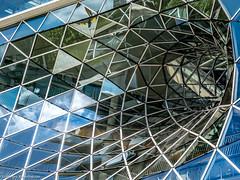 Frankfurt MyZeil - The whole - Spiegelungen (J.Weyerhäuser) Tags: frankfurt zeil whole fenster reflektion refections