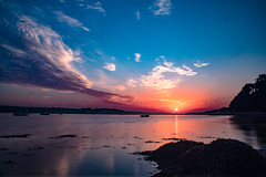 Sunrise sur Plougastel (erwannbestard) Tags: sunrise soleil lever rouge ciel nuage coloré 1200d 1855 canon matin lightroom mer reflet pause longue golden hour bretagne finistère brest plougastel