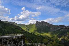 _DSC2586 (anahí tomillo) Tags: nikond5100 sigma 1750f28 naturaleza nature mountain montaña asturias españa europa spain europe cielo sky nubes clouds verde green