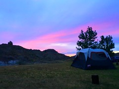 goodnight, Makoshika (ekelly80) Tags: montana makoshikastatepark june2017 summer roadtrip keisgoesusa badlands glendive geology scenery sunset sun sky light eveninglight colors pink view campground tent campsite rocks rockformations layers hills mountains