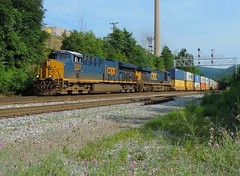 CSX 3424 and 827 (Trains & Trails) Tags: csx ge widecab engine locomotive diesel transportation southconnellsville pennsylvania generalelectric yn3 darkfuture 3424 gevo q13511 intermodal container shipping et44ah
