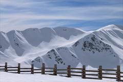 Francja, Alpy, La Plagne (HALGAW) Tags: francja góry narty sky zima snow laplagne sunset widok winter white alpy landscape trasanarciarska skirun ski skilift panorama śnieg dolina valley płot fence