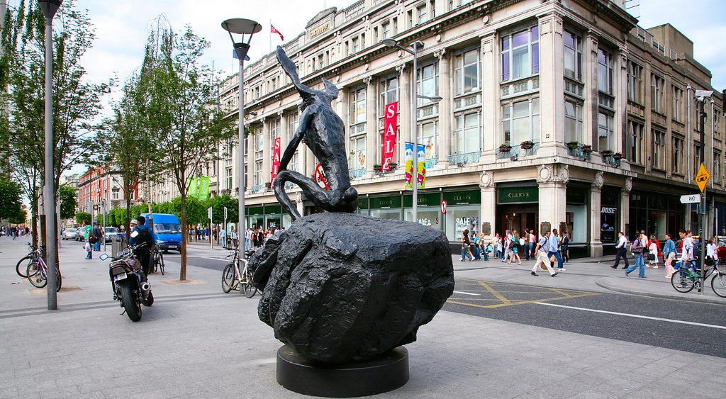 HARE IN O'CONNELL STREET [2006 EXHIBITION BY BARRY FLANAGAN]-129656