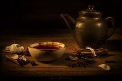 te rojo con anis y canela (Mauro Esains) Tags: red tea ceramic bowl teapot anise pink petal cinnamon water wood hot winter té textura pétalos cuenco cerámica tetera nikon 7200 sigma