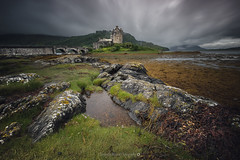 Eilean Donan Castle [Explore]@Loch Luich (Benjamin MOUROT) Tags: bleu scotland écosse scottish uk greatbritain unitedkingdom benjaminmourot canon 7dmkii 7d 7dmarkii 1022mm photoshopcs6 lightroom6 nature view pov poselongue longexposure retardateur lente filtre nd1000 nd110 geotaged leefilter nisifilter bigstopper castle château dark cloudy windy rain green moutain landscape payage eilean donan kyle lochalsh explore