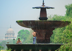 (onapaperplane) Tags: india adventure wanderlust backpacking backpack sight seeing tourist farang new world explorer explore photography wander lust fountain bathing hot day record heat
