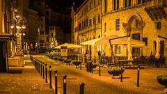 Perugia at night (hjuengst) Tags: umbrien umbria perugia night nightshot nikond7200 orange light streetlight italy