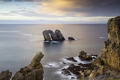 Urro El Manzano (Philippe Saire || Photography) Tags: canon eos 5d mark iii ef 1740mm f4l usm nature paysage landscape seascape eau water mer sea ocean urro elmanzano losurros liencres cantabrie cantabria espagne spain españa costa quebrada pierre rock rocher stone arch arche long exposure wideangle jetée shore côte coast shoreline littoral coastline hoya nd400 cokin z121s gnd8 ciel sky nuages clouds sunset coucher soleil sun light lumiere horizon cliff falaise photo photography fullframe ff pleinformat philippesaire