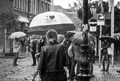 I Love London (ThorstenKoch) Tags: street streetphotography düsseldorf duesseldorf blackwhite monochrome city urban candit fuji fujifilm xt10 umbrella rain strasse stadt regen regenschirm people photography pov picture photographer bnw heart london girl