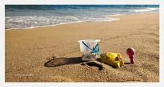 Mi niñez sigue jugando en tu playa (Aviones Plateados) Tags: motog4 motorola mobile cell phone cameraphone smartphone android beach playa platja mar seaside shore sand arena sorra joanmanuelserrat mediterraneo mediterrani mediterranean sea