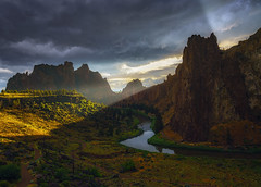 God Rays at Smith Rock (Mark Metternich) Tags: markmetternich markmetternichcom smith rock oregon high desert storm thunderstorm river drama dreamscape tours tour workshops workshop mountain mountains sky sunset surreal surrealscape rural