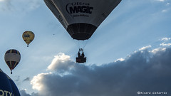 2377  Entre nubes (Ricard Gabarrús) Tags: cielo globos aire cestas vuelo nube globo ricardgabarrus ricgaba olympus