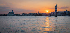 Atardecer (Francisco Esteve Herrero) Tags: venecia italia italy 2017 atardecer sunset reflejos franciscoesteveherrero nikond5300 sigma1770 venezia veneto it