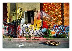 à retaper (2) (Marie Hacene) Tags: pantin canal maison graffitis volet ancien abandon