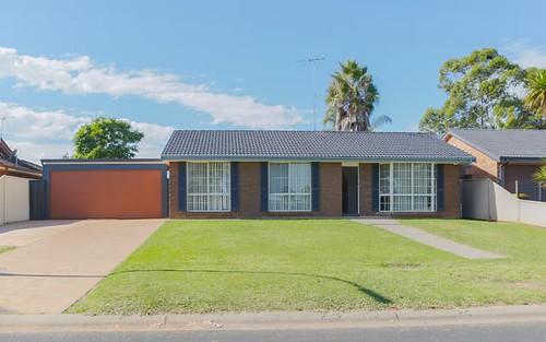 61 Lorenzo Cr, Rosemeadow NSW 2560