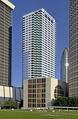 Bank of America Plaza, 101 East Kennedy Boulevard, Tampa, Florida, U.S.A. / Architects: HKS, Inc., Odell Associates / Built: 1986 / Height: 175.87 m (577.0 ft) /Floors: 42 / Architectural style: Modernism (Jorge Marco Molina) Tags: bankofamericaplaza 101eastkennedyboulevard tampa florida usa hks inc odellassociates 1986 architecturalstylemodernism modernism tampabay hillsboroughcounty historical city cityscape urban downtown skyline centralflorida centralbusinessdistrict skyscraper building architecture commercialproperty cosmopolitan metro metropolitan metropolis sunshinestate realestate hillsboroughriver yborcity commercialoffice