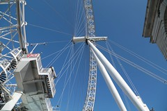 Looking+up%2C+The+London+Eye