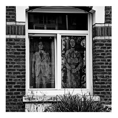 there's a ghost in my house (japanese forms) Tags: ©japaneseforms2017 ボケ モノクロ 日本フォーム 黒と白 bw blackandwhite blancoynegro candid monochrome random schwarzweis square squareformat strasenfotografie straatfotografie streetphotography thefall theresaghostinmyhouse vlaanderen zwartwit