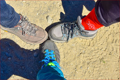 chaussette rouge....Red sock.... (Make our PLANET great again !) Tags: marcher walking chaussures shoes montagne mountain chaussettes socks rouge red nilon