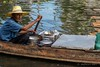 Lieferheld (matthiasherr711) Tags: street asian asia bangpu canal grandpa floatingmarket boat thailand
