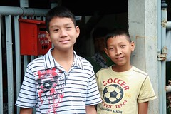 sweet faced boys (the foreign photographer - ฝรั่งถ่) Tags: two sweet faced boys gateway khlong thanon portraits bangkhen bangkok thailand canon kiss