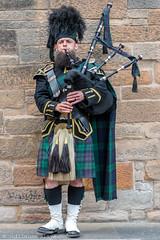 J2 - Edinburgh - Bagpipe Player (Darth Jipsu) Tags: bagpipe tartan celtic scotland edinburgh music kilt édimbourg royaumeuni gb