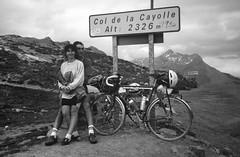 Col de la Cayolle (maxguitare1) Tags: noiretblanc blackandwhite france alpes cyclotourisme cycling ciclismo velo bici bike bicicleta bicyclette montagne mountain montagna montaña randonneur mochilero backpacker