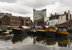 Old and New (l4ts) Tags: westmidlands birmingham citycentre brindleyplace gasstreetbasin birminghamcanal narrowboats architecture thecube reflections