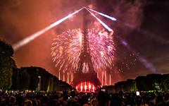 Feu d'artifice du 14 juillet 2017 depuis le champ de Mars à Paris, devant la Tour Eiffel, Bastille day 2017 (y.caradec) Tags: 071417 14juillet2017 140717 2017 paris ruggieri artifice bastille bastilleday champ champdemars day dmcgx7 eiffel eiffeltower europe feu feudartifice feux firework france fête fêtenationale g7 groupeetiennelacroix gx7 juillet lesfeuxruggieri light lumix lumixgx7 lumière nationale pyrotechnique pyrothecnie show summer tour toureiffel tower été îledefrance