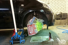 Toyota Aygo Work in Progress (ND-Photo.nl) Tags: toyota aygo brake caliper calipers bosch rem klauw remklauw geel fluor fluorescant fluo fluoriserend diy paint verf spuitbus spraycan spraygun cangun