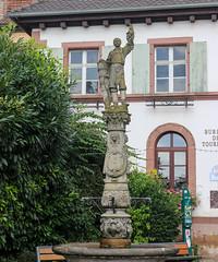 Vacances_0126 (Joanbrebo) Tags: ribeauville grandest francia alsace cityscape canoneos80d eosd autofocus statue estatua font fountain fuente fuentesfountains efs1855mmf3556isstm