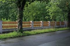 Fenced Friday 2017-07-07 №4 of 4 (Pascal Volk) Tags: berlin althohenschönhausen berlinlichtenberg fencedfriday zaun fence valla trelliswork jägerzaun 50mm canoneos6d sigma50mmf14dghsm art 50mmf14 50mmlens unpointquatre onepointfour niftyfifty