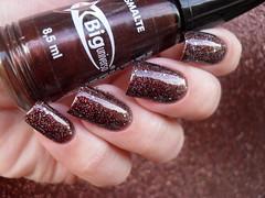 Big Universo - Pyxis + L'apogée - Lyra (Barbara Nichols (Babi)) Tags: bu biguniverso marrom brown brownnailpolish brownnails glitter lapogée lyra