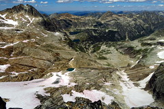 Rocky Lakes and Hird Lakes north of Lucifer in the Devils Range (Dru!) Tags: devilsrange rockylakes hirdlakes valhalla valhallas slocan kootenay kootenays bc britishcolumbia canada alpine summer mountain snow gneiss peak peaks lakes melt meadows forest mountbor luciferpeak