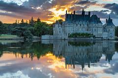 Couché de soleil sur le chateau de la Bretesche (R-One G) Tags: golfdelabretesche loireatlantique couchédesoleil chateau
