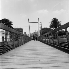 My first picture 6x6 in TLR Ever :) (Ninoo Vita) Tags: yashicamat yashica yashinon rolleirpx100 rolleirpx rollei silvermax adox people bridge sun couple black • darkened dim dingy drab gloomy misty murky overcast shadowy somber emozioniinbiancoeneroemotionsinblackandwhite schwarzweiss schwarz weis white photography nocolor blackwhitepassionaward lightsandshadows lights shadows yourperspectiveandcreative inspirationalphotography monochromia ishootfilm blackwhitephotos filmdev:recipe=11474 adoxsilvermax film:brand=rollei film:name=rolleirpx100 film:iso=100 developer:brand=adox developer:name=adoxsilvermax