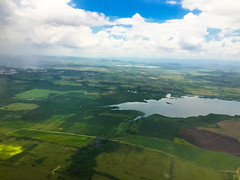 Palmarito lake (far back) and Chichicate Lake in the front (lezumbalaberenjena) Tags: vuelo flight airport aeropuerto cuba santa clara villas villa avión avion plane airplane westjet 2017 summer verano abel santamaría
