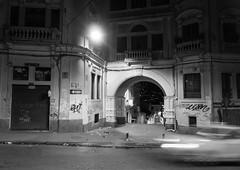 Midnight in Quito . Medianoche en Quito (José X) Tags: quito street calle midnight medianoche bw blackandwhite blancoynegro car auto ecuador