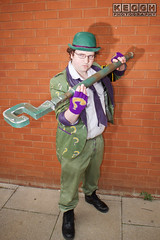 IMG_1791.jpg (Neil Keogh Photography) Tags: gloves tie dccomics theriddler shirt bowlerhat pants tv jacket questionmark videogames film male boots purple batman suit manchestersummerminicon cosplay cosplayer black green glasses comics walkingcane white