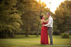Het perfecte moment voor een huwelijksfoto (yvesrecour) Tags: bruid bruidegom huwelijk huwelijksfotos koppelshoot zonsondergang